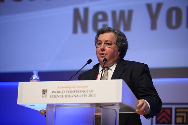 Dan Fagin en la Conferencia Mundial de Periodistas de Ciencia. Imagen: WCSJ.